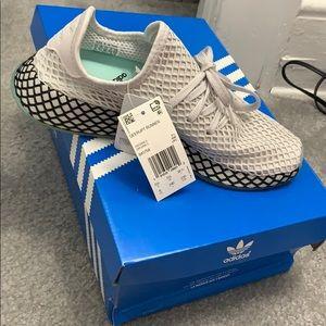 Adidas runner sneakers